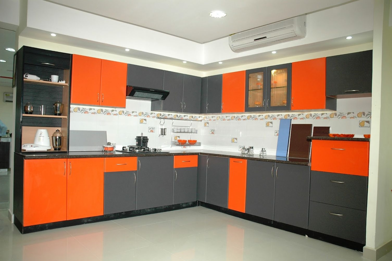 Mixture of colors in kitchen cabinets - Taskmasters Dubai