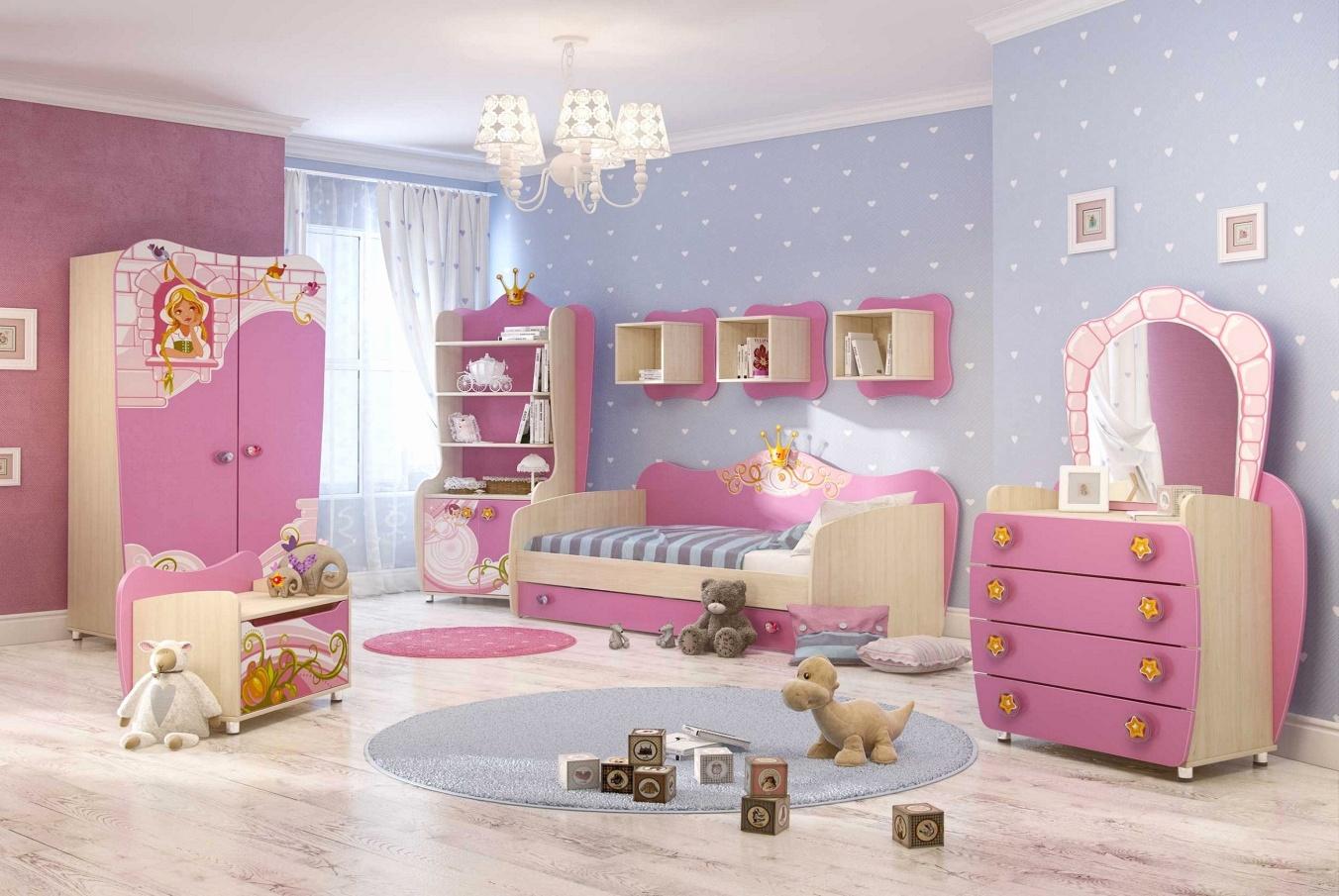 Bright lamps in toddler room - Taskmasters Dubai