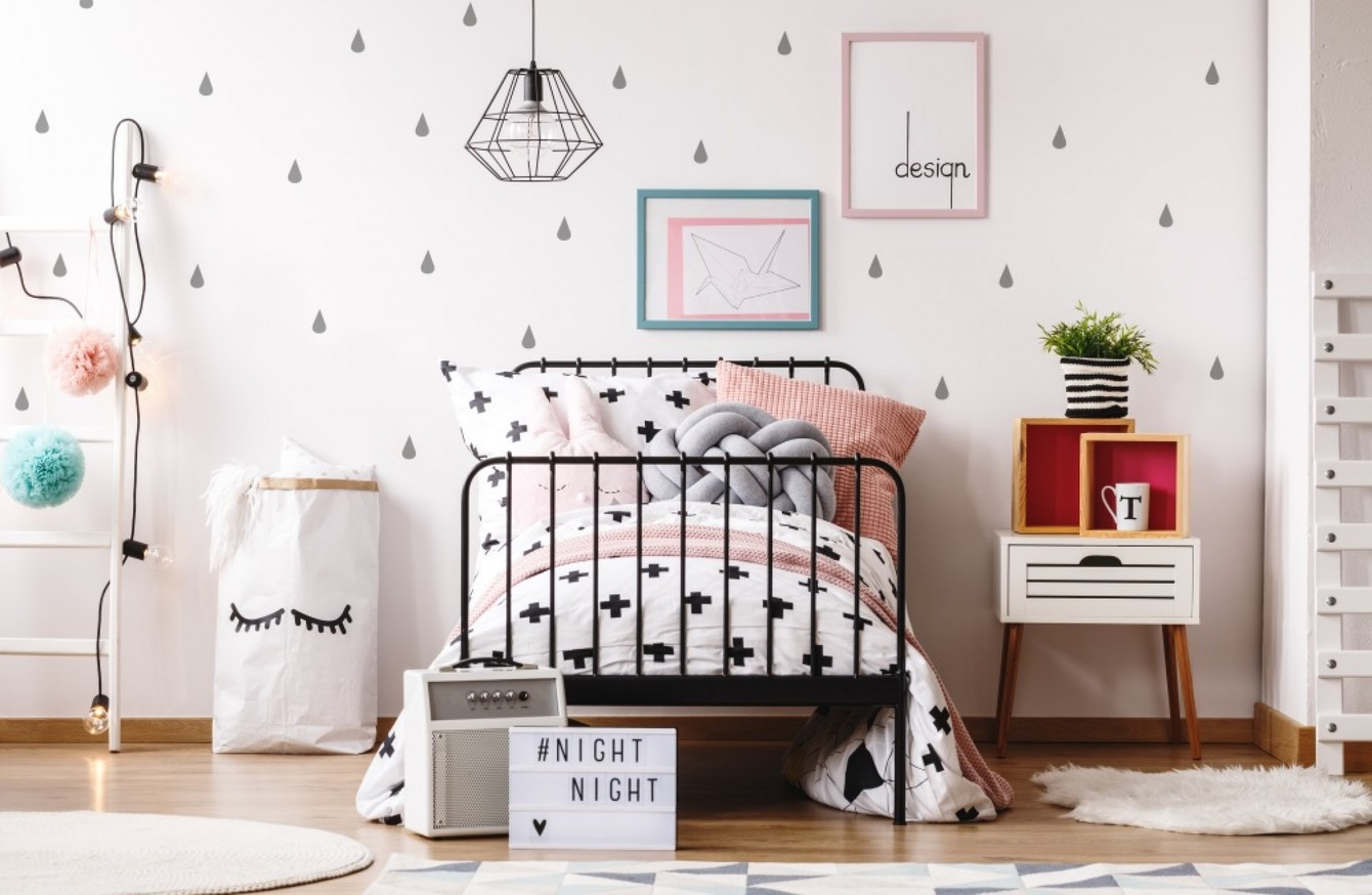bedroom with accessories - Taskmasters